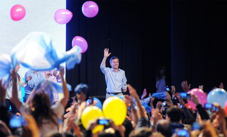 El presidente electo de Argentina en juego peligroso con el peso