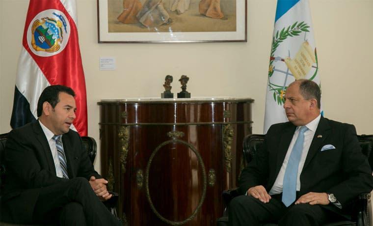 Solís se reunió con presidente electo de Guatemala