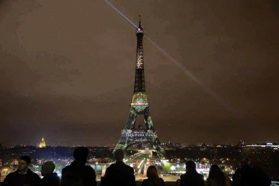 Pura Vida iluminó Torre Eiffel