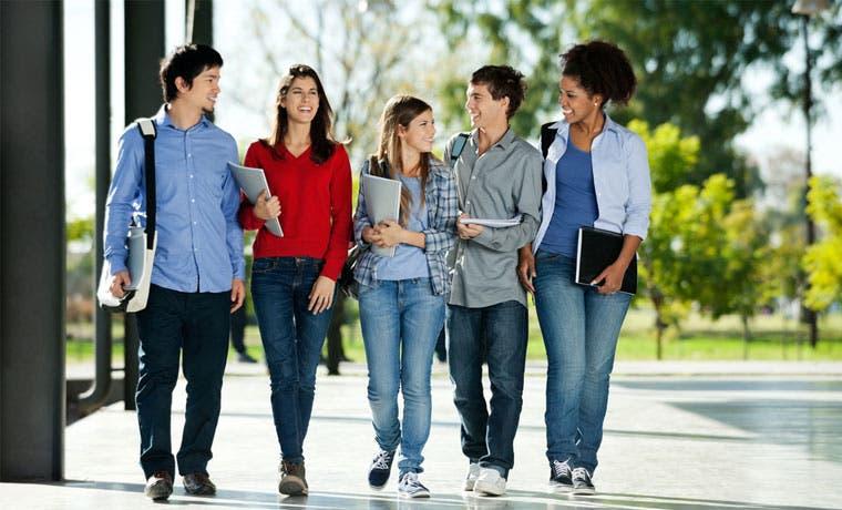 Ulacit y APM Terminals darán becas del 100% a estudiantes de Limón