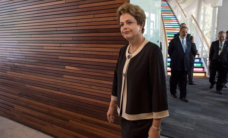 Diputados aceptan apertura de juicio político a Dilma Rousseff