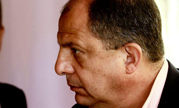 Solís viajará a Cuba a restablecer relaciones entre países