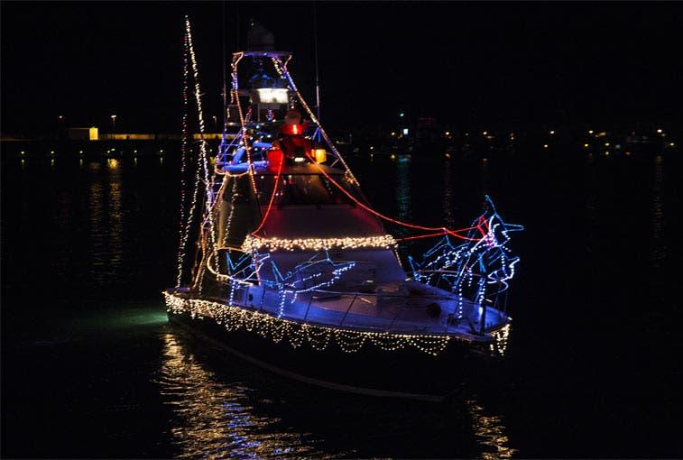 Navidad llegará a Quepos en barcos