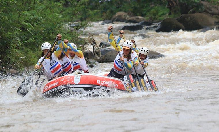 Equipo tico desafía los ríos en Indonesia