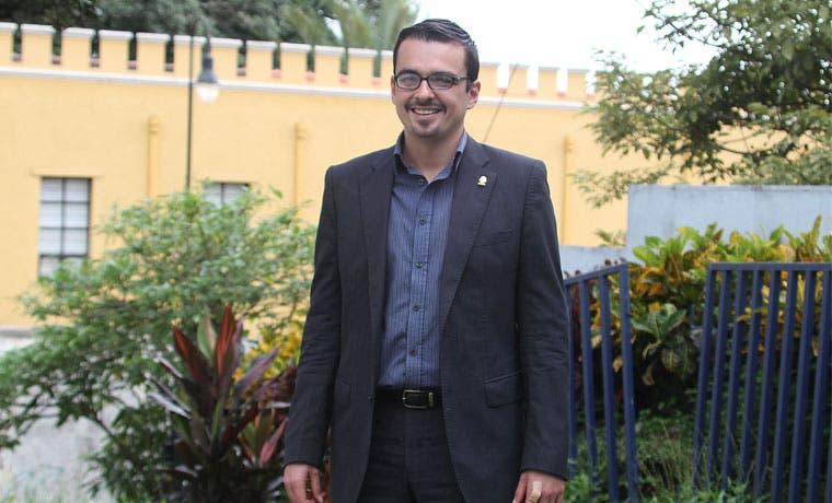 Frente Amplio pide a Solís pagar deuda con la Caja