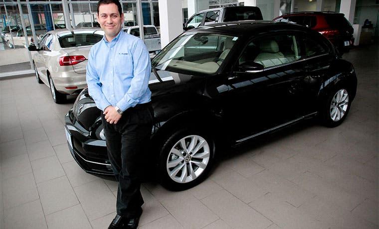Mercado de vehículos impulsa el comercio