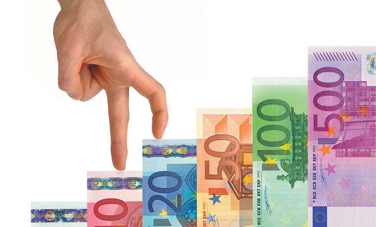 Euro extiende alza y caída bursátil afecta carrytrade