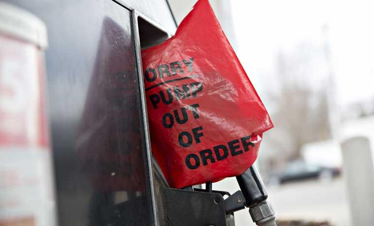 Petróleo cae bajo $35 en Nueva York por primera vez desde 2009