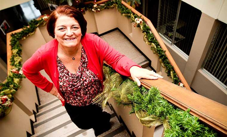Mujer gana premio de construcción por primera vez en 15 años