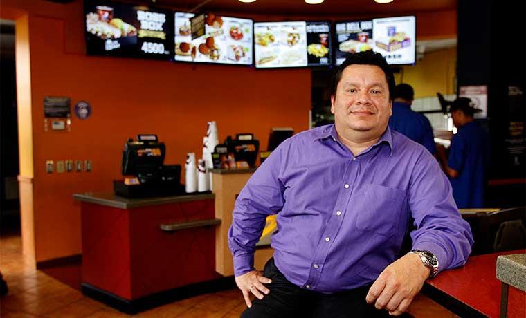 Premian a Taco Bell por emplear a 48 personas con discapacidad