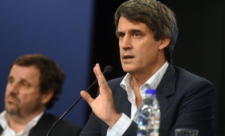 Argentina elimina restricciones a la compra de dólares