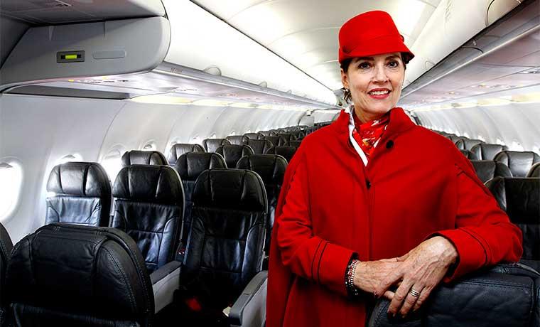 Primera mujer tripulante de cabina es homenajeada