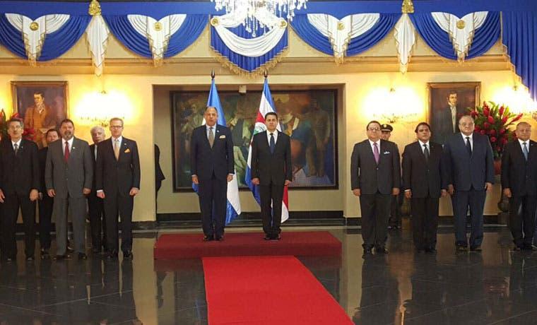 Solís aprovecha reunión del SICA para hablar de cubanos