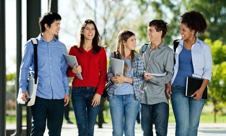 76 colegiales reciben beca del 100% en Ulacit