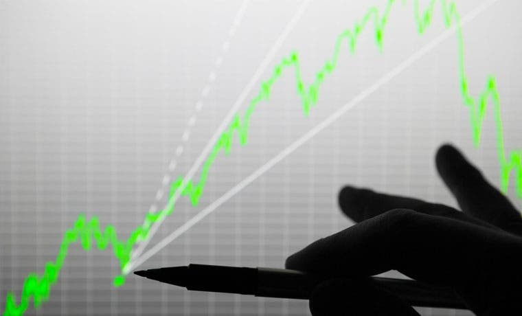 Mejores ingresos son insuficientes para compensar el déficit fiscal