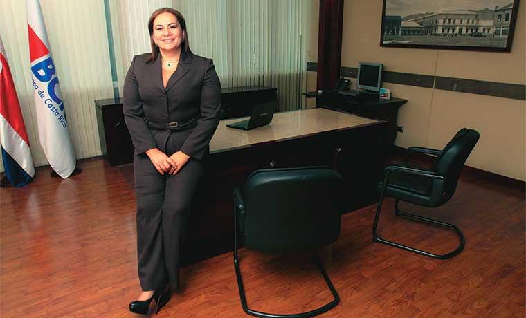 Mujeres toman liderazgo de banca estatal