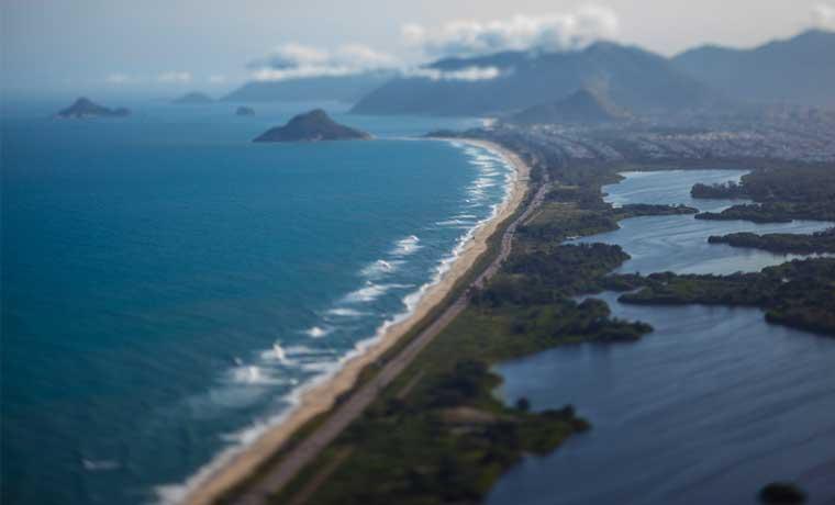 El barro cubre playas de Brasil y arruina turismo