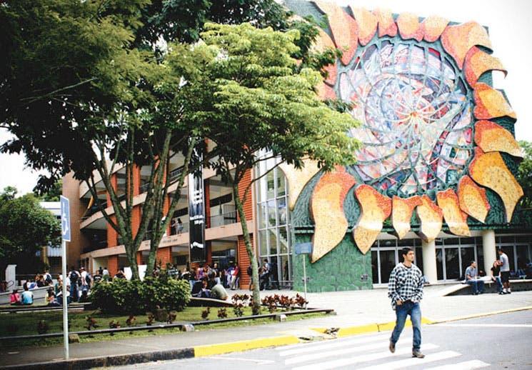 Universidades públicas con más de 100 reconocimientos