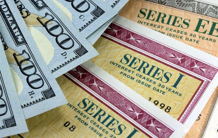 Bonos del Tesoro de Estados Unidos atraen menor demanda desde 2009