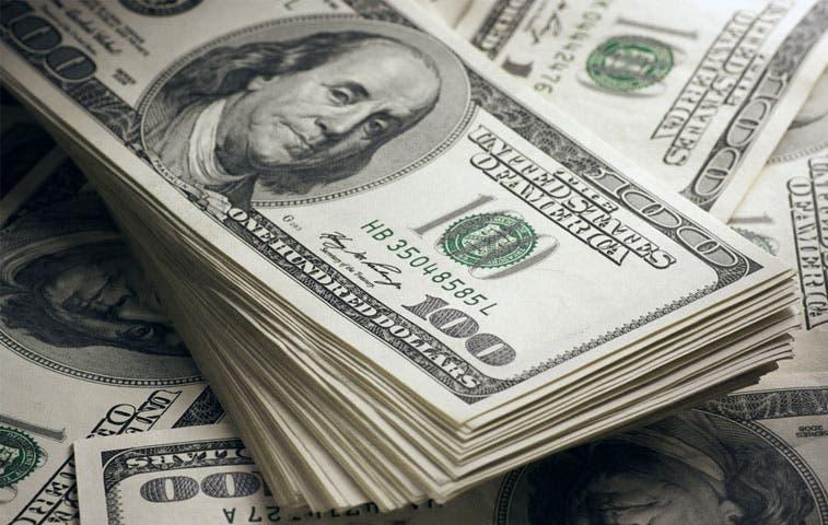 Crece malestar del dólar por datos económicos débiles de Estados Unidos