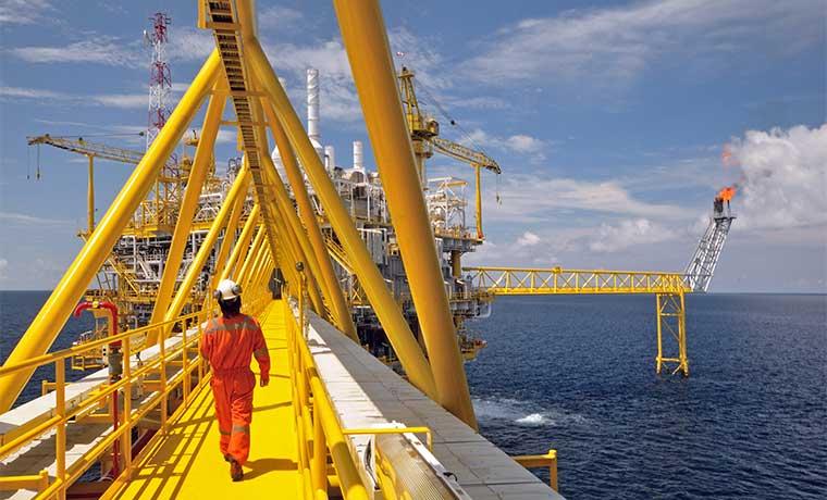 ¿Por qué los mercados petroleros ignoran amenazas de Medio Oriente?
