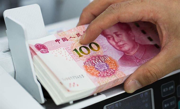 Yuan cae a mínimo en cinco años por medida del banco central