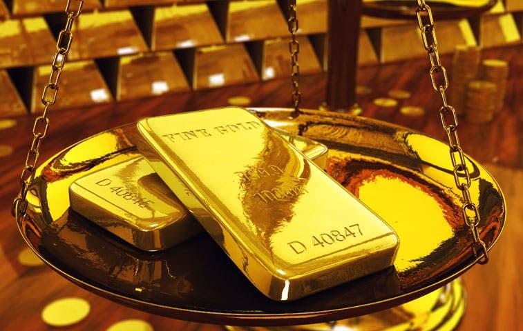 Termina alza semanal del oro mientras China calma el mercado