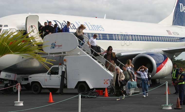 Aeropuerto de Liberia atendió 888 mil pasajeros en 2015
