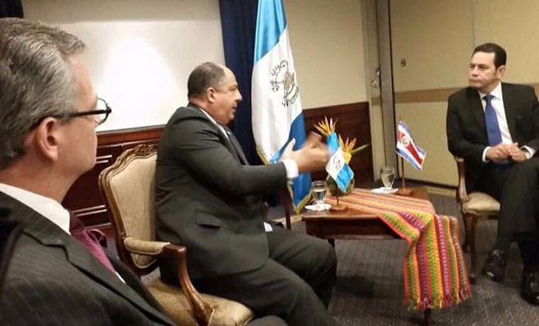 Solís buscará apoyo en Guatemala para relanzar el SICA