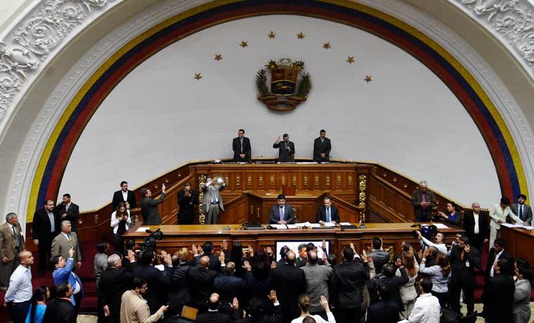 Congreso venezolano retrocede en conflicto con la Corte Suprema