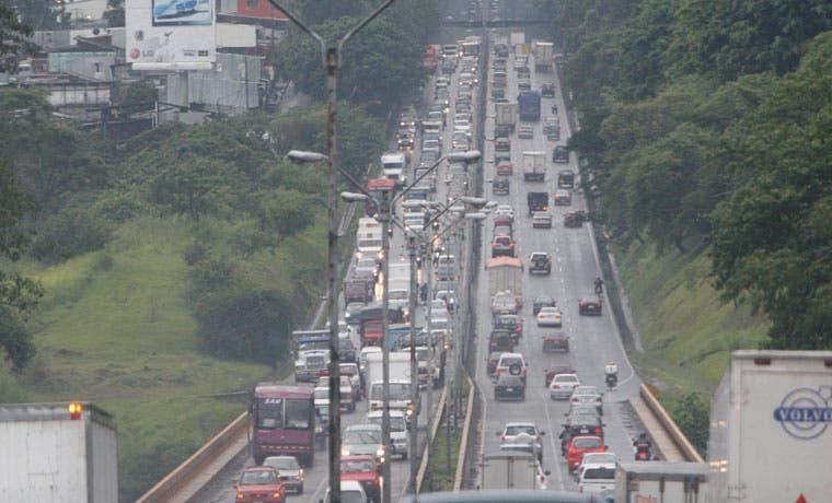 Cerrarán calle en Alajuela por arreglos de vía férrea
