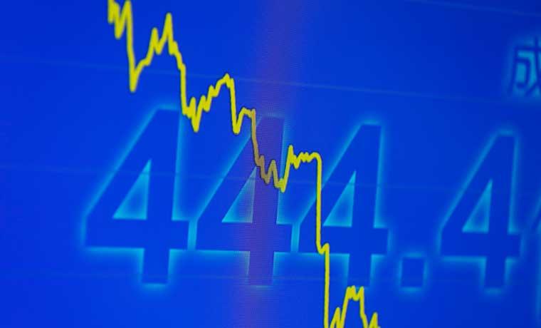 Crudo cae a menos de $30 con mayor descuento Brent desde 2010