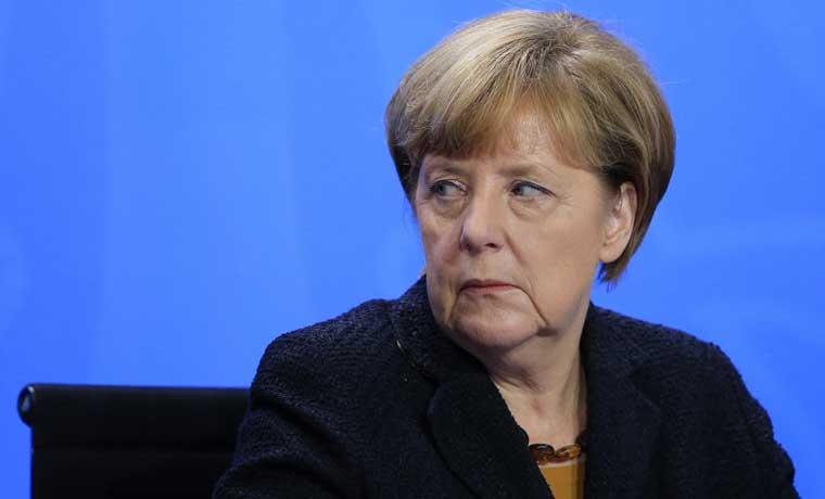 Mitad de alemanes atribuye ataques en Colonia a política de Merkel