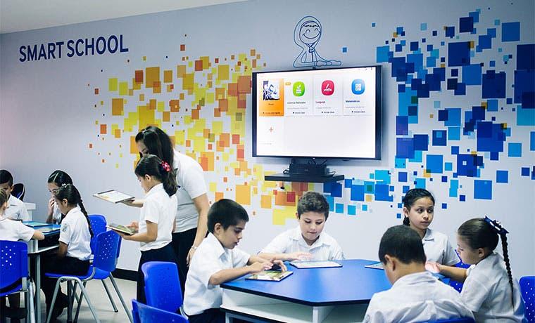 Iniciativas privadas llevan tecnología a escuelas y colegios públicos