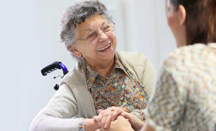 Dispositivo brindará asistencia inmediata a adultos mayores