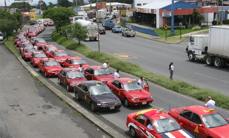 TSE se reuniría con gremio de taxistas sobre manifestación en elecciones