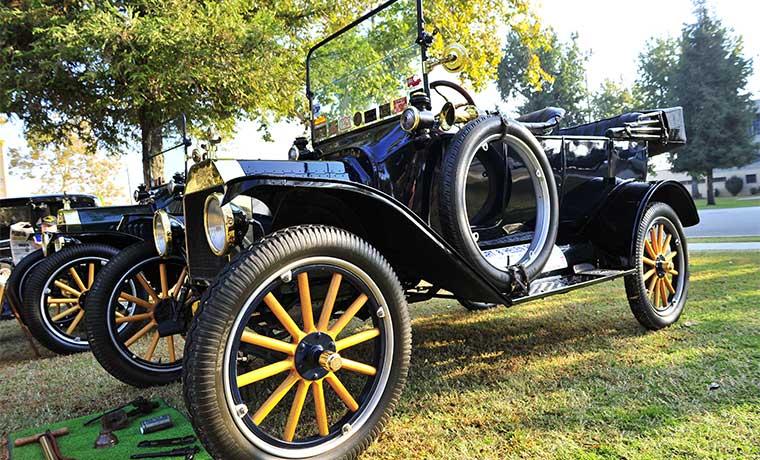 Manejar un Ford T de 1914 le enseñará de nuevo a usar un coche