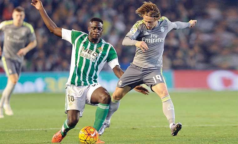 Real Madrid deja dos puntos vitales en carrera por la Liga