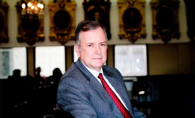 Ottón Solís prepara ley para cerrar superintendencias