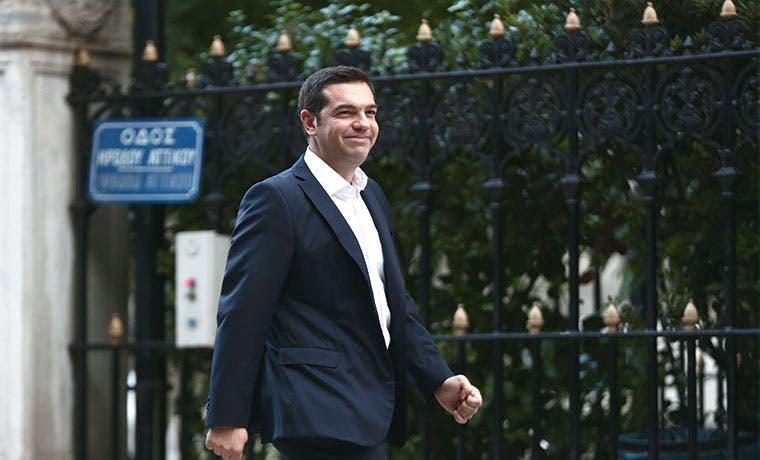 Tsipras celebra aniversario con batalla por pensiones en Grecia