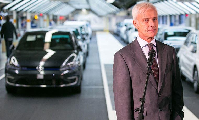 CEO de VW pide que se revisen las pruebas de emisiones