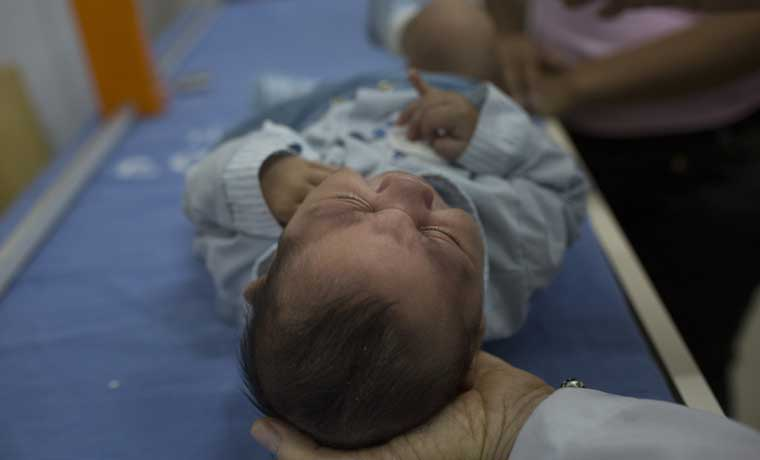 Embarazadas descartan viajes exóticos en América por virus zika