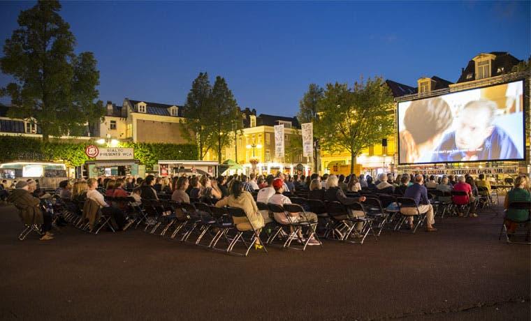Cine al aire libre hoy en Parque de la Democracia