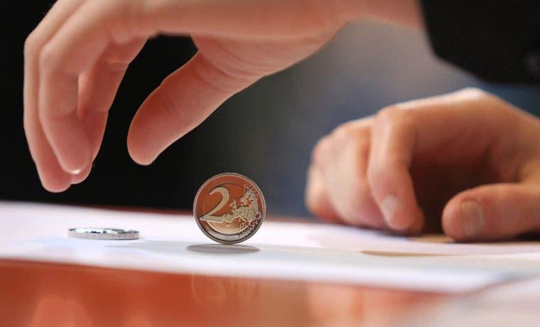 Euro experimenta alza más prolongada contra el yen desde 2013