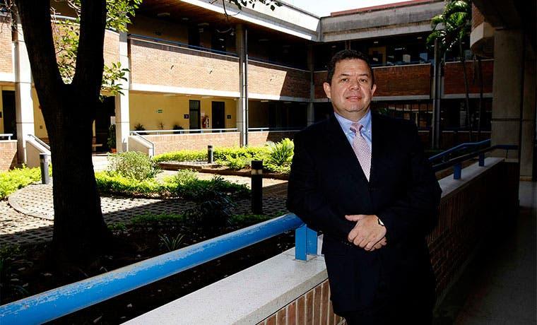 Sykes llevará academia de inglés a zonas alejadas