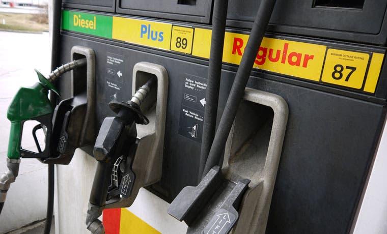 Ottón pide a Solís detener rebaja en combustibles