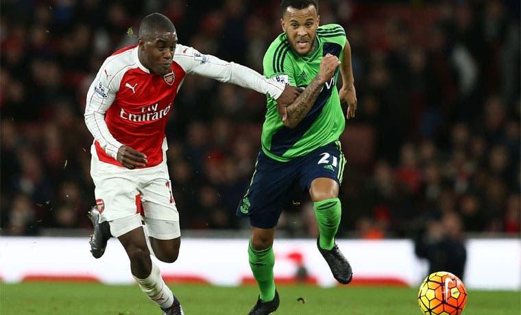 Arsenal empata y se aleja de la cima