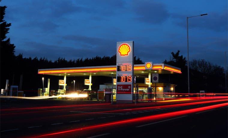 Ganancia de Shell baja 44% por caída del crudo, coincide con pronóstico