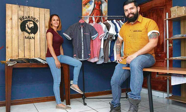 Emprendedores irrumpen en negocio de camisas para hombre