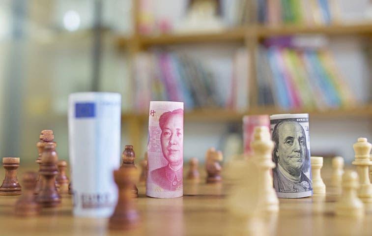 Venta de dólares hace repuntar a divisas de mercados emergentes